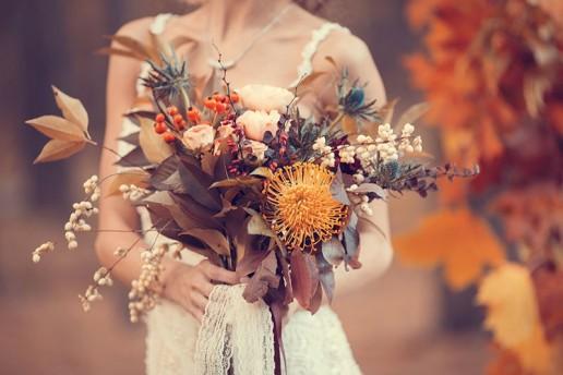 bouquet sposa con fiori autunnali
